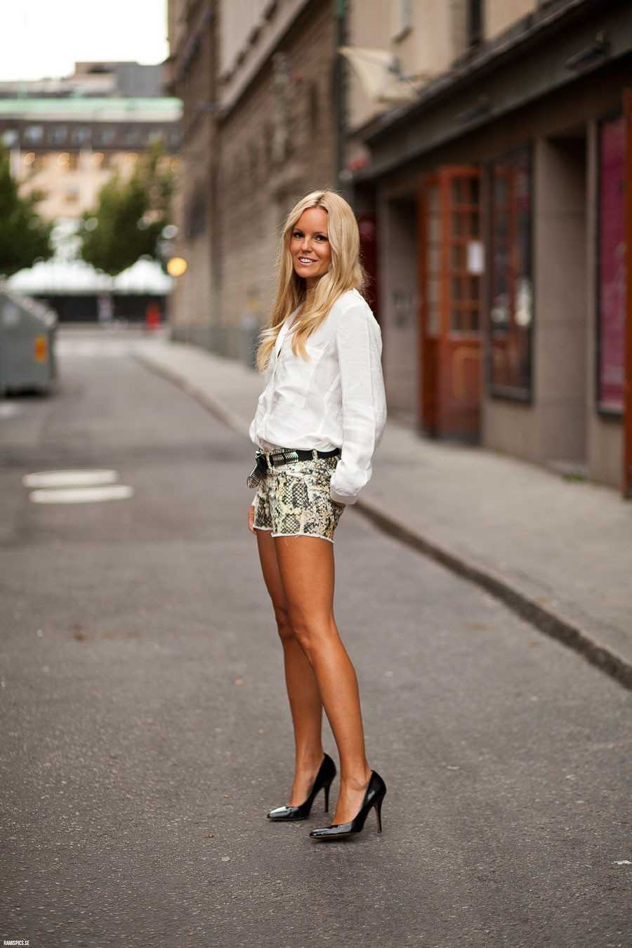 Skjorta - H&M, Shorts -  Isabel Marant, Skärp - Cala & Jade, Foto: Ramispics.