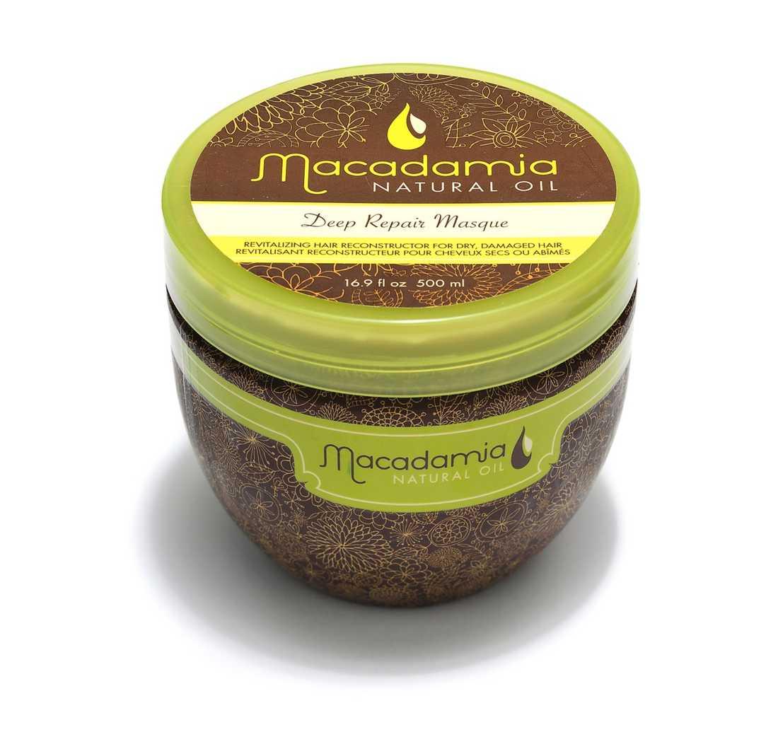 """""""Deep repair masque"""" Jumboburk med havrefärgad, fyllig och lättapplicerad inpackning som under verkningstiden på sju minuter inte droppar det minsta. Efteråt är håret mjukare och blankare med ett friskt utseende. Underbar doft! 380 kr, Macadamia natural oil/Eleven."""