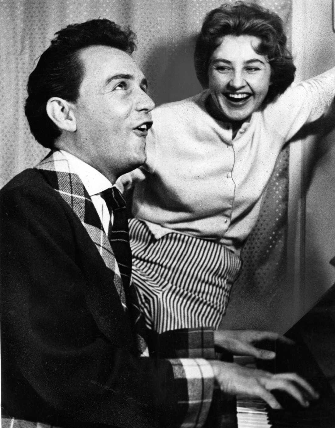 1957. Arne Weise, journalist, programledare Sverige i en duett med Else-Marie Sundin.