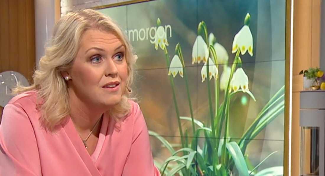 Lena Hallengren berättade att hon fått bröstcancer i TV4 Nyhetsmorgon i lördags. Hon kommer att fortsätta arbeta som socialminister under sin behandling.