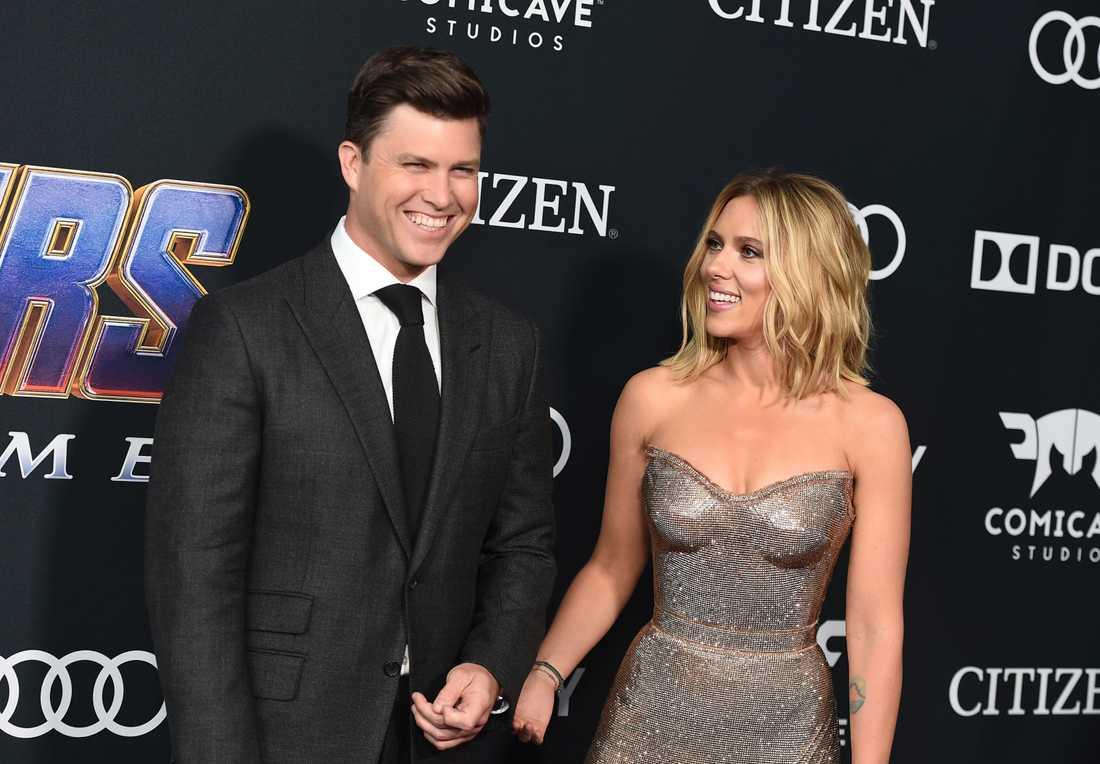 """Colin Jost och Scarlett Johansson tillsammans på premiären av """"Avengers: Endgame""""."""