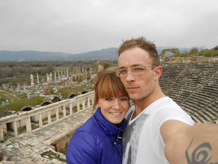 Fängslad Trebarnspappan David Örn Bjarnarson, 28, bor i Sverige men sitter nu fängslad i Turkiet – efter att ha köpt en antik sten. Här är han med sin fru Thora Birgisdóttir.