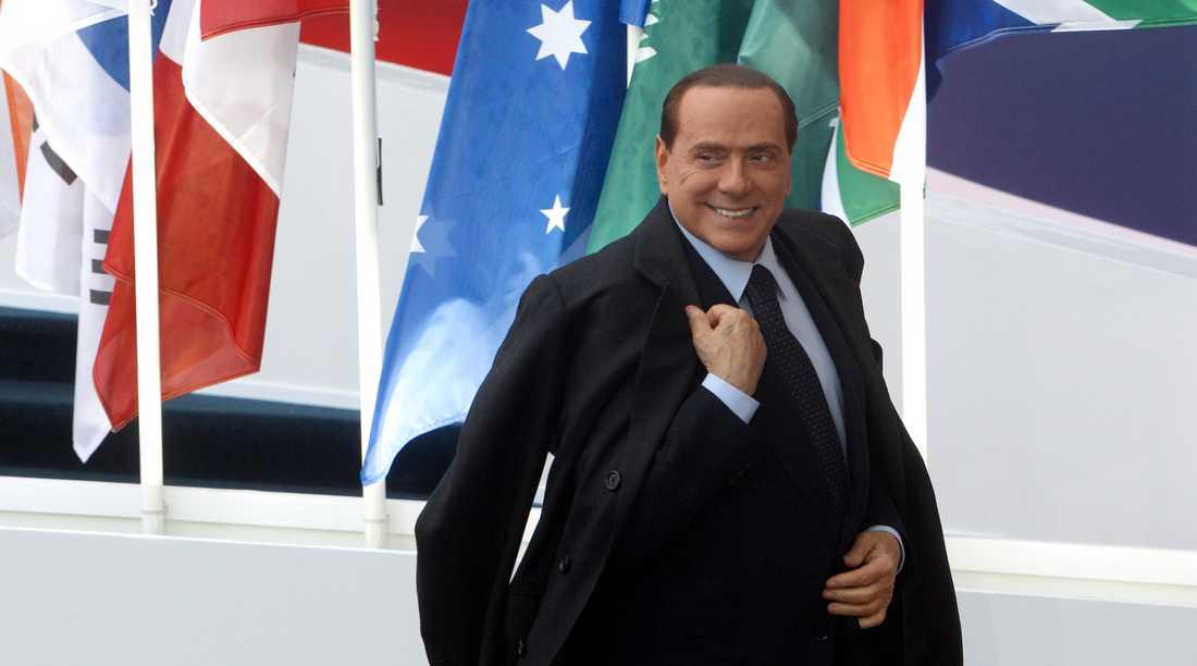 Italiens president Silvio Berlusconi seglar in på G20-mötet.