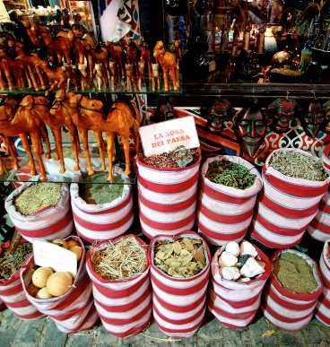 Här kan du köpa kryddor och kameler.
