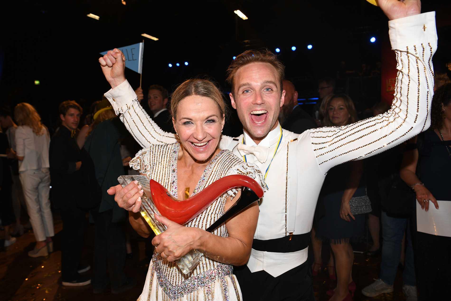 """Förra årets """"Let's Dance""""-vinnare Kristin Kaspersen och Calle Sterner."""