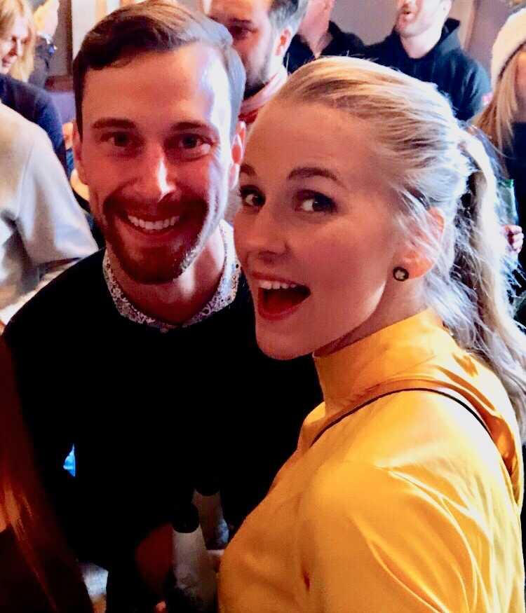 Programledaren Lotta Möller har funnit kärleken i lyssnaren Viktor Mickelsson.