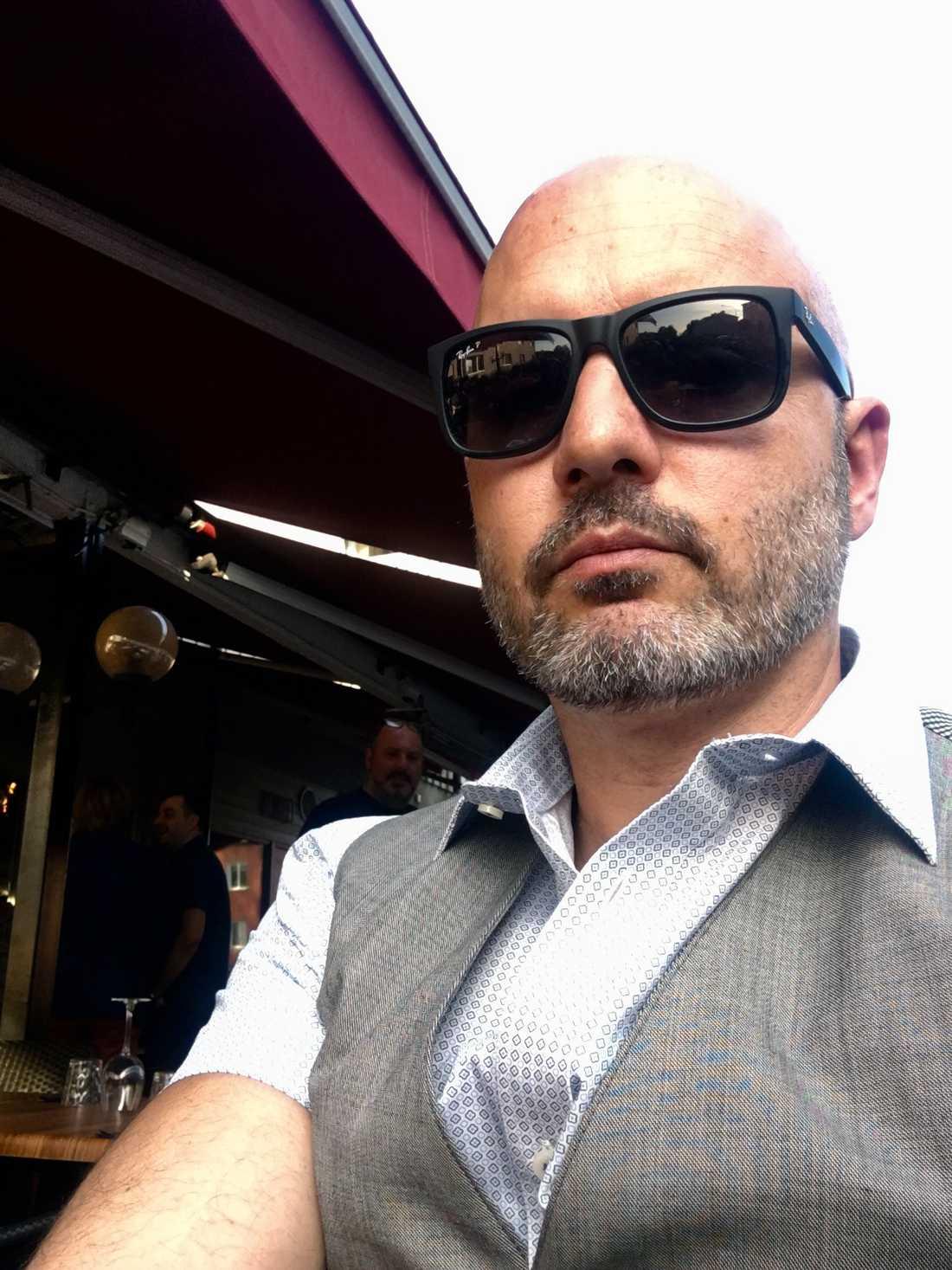 Alexander Atessis, 43, är på plats i Halkidiki