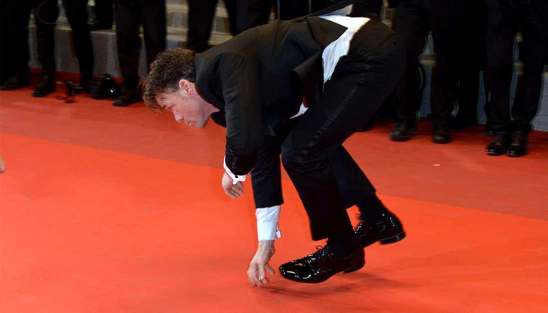 Terry Notary spelade apa inför fotograferna på röda mattan i Cannes.