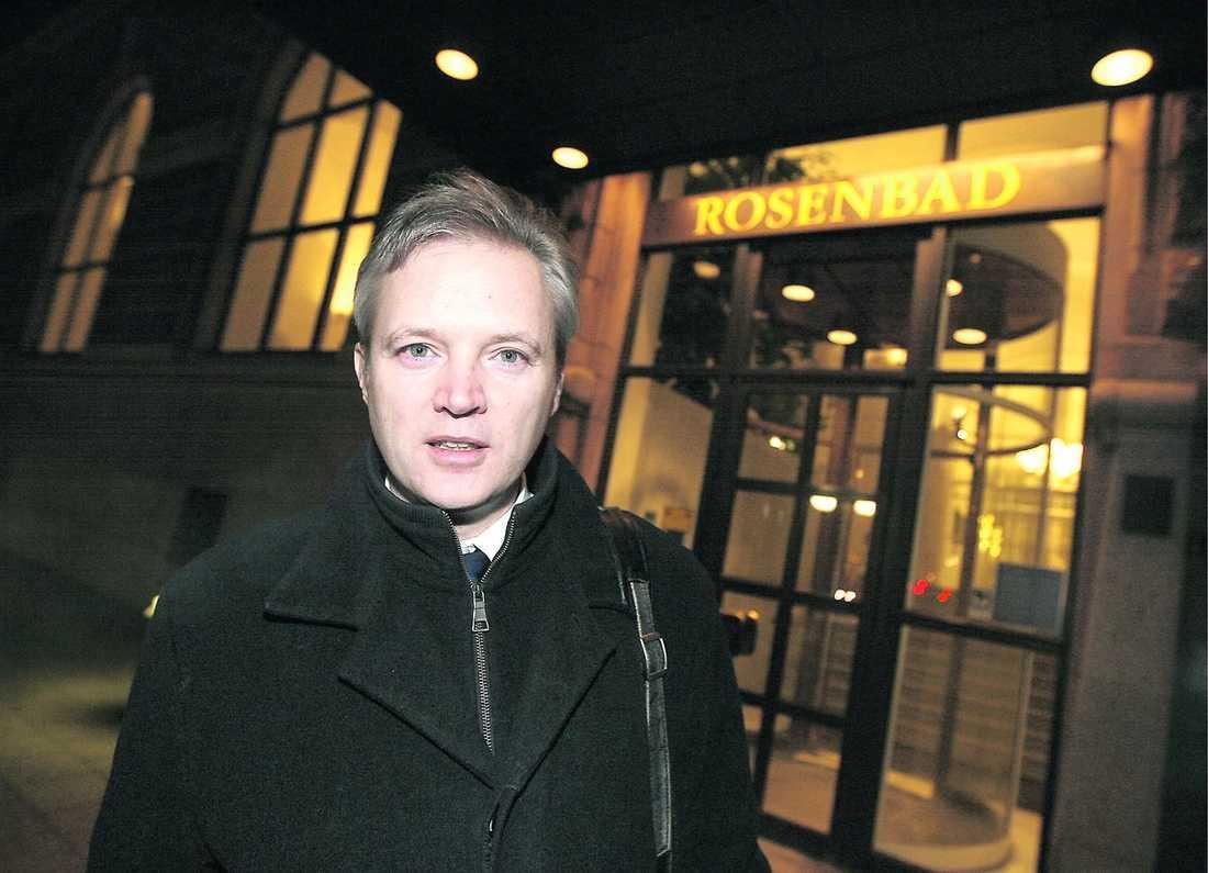 """sorgsen Försvarsminister Sten Tolgfors vill visa sitt stöd för den dödade Kenneth Wallin. """"Det är en förlust för familjen, det är en förlust för kollegor och en förlust för Sverige"""" säger han."""