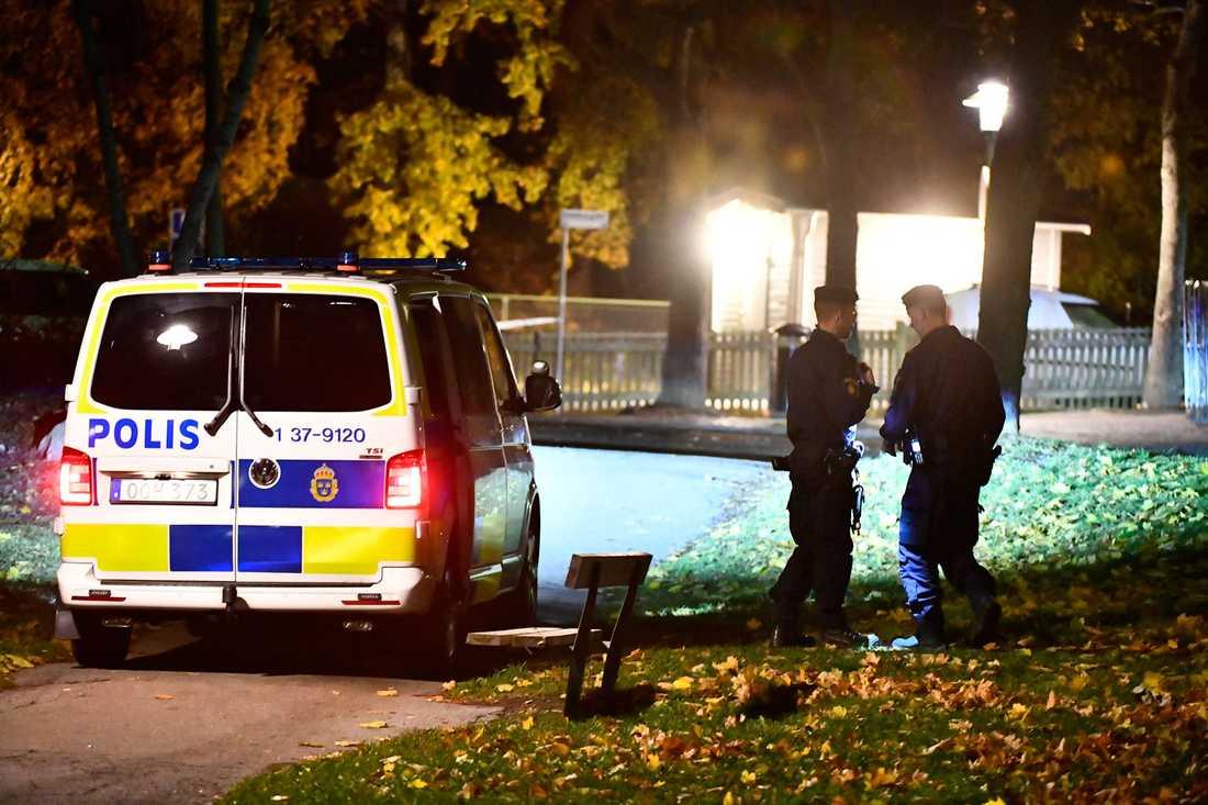 Två personer ska ha skjutits i Hagsätra i södra Stockholm.