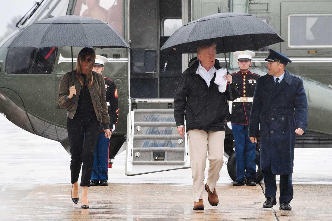 Donald och Ivanka Trump har rest till Texas för att besöka de drabbade områdena i Texas.