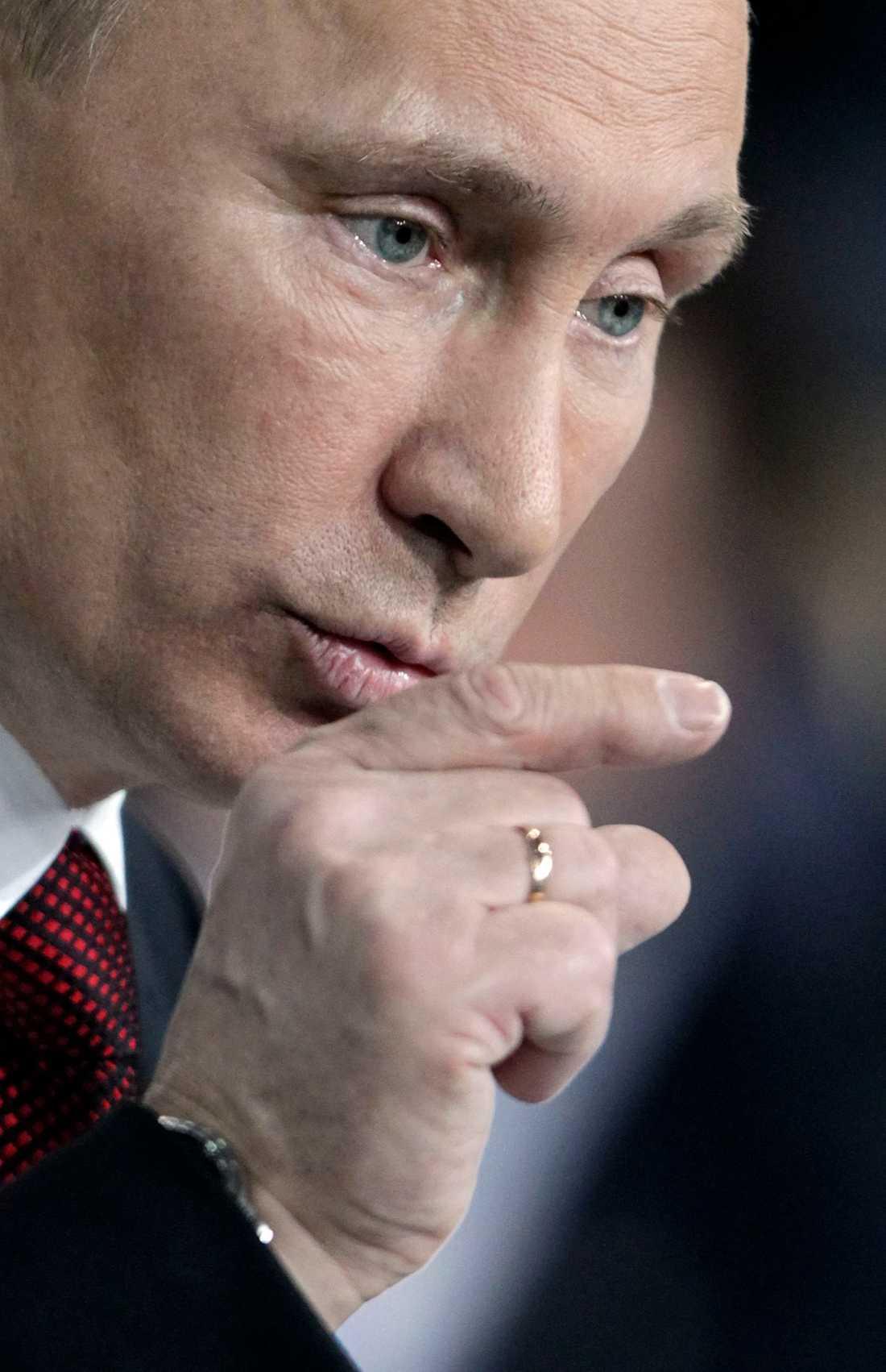 Orolig inför valdagen Vladimir Putin sa i onsdags att oppositionen inte skulle använda illegala sätt att protestera.