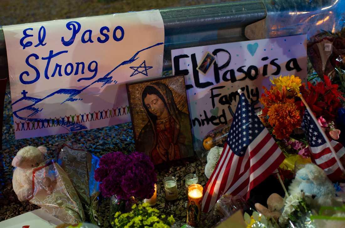 Minnesstund i El Paso, Texas, efter masskjutningen i ett köpcentrum i lördags.