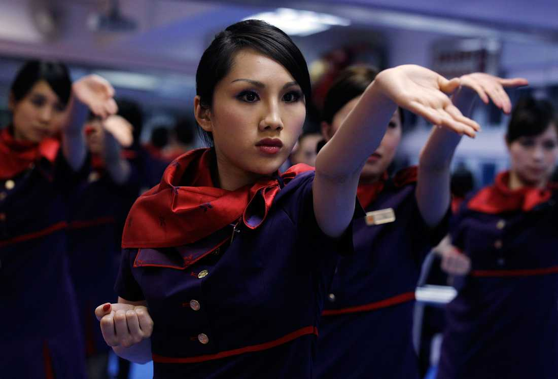 Den variant av kung fu som flygvärdinnorna utbildas i kallas wing chun,