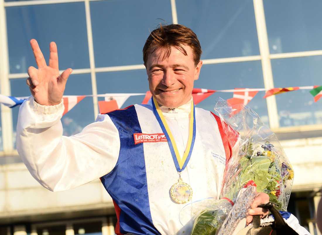 Franck Nivard blev den andra franske travkusken att vinna kusk-EM. Så här strålade han i Mölndals-solen efter sin triumf.