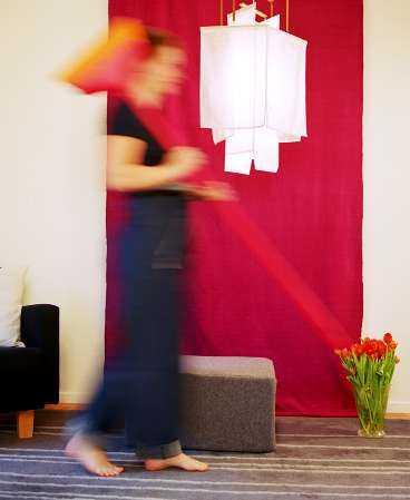 Feng shui-städa. Att rensa ut i hemmet då och då kan vara läkande.