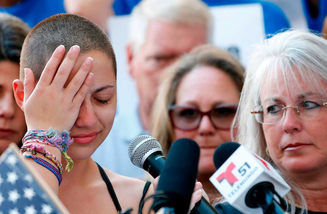 Eleven Emma Gonzales brast ut i tårar under talet.