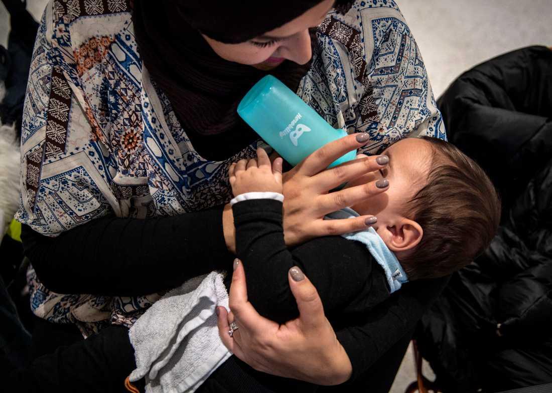 Nu åtalas en man för en rasistisk attack mot Samaa och hennes bebis.