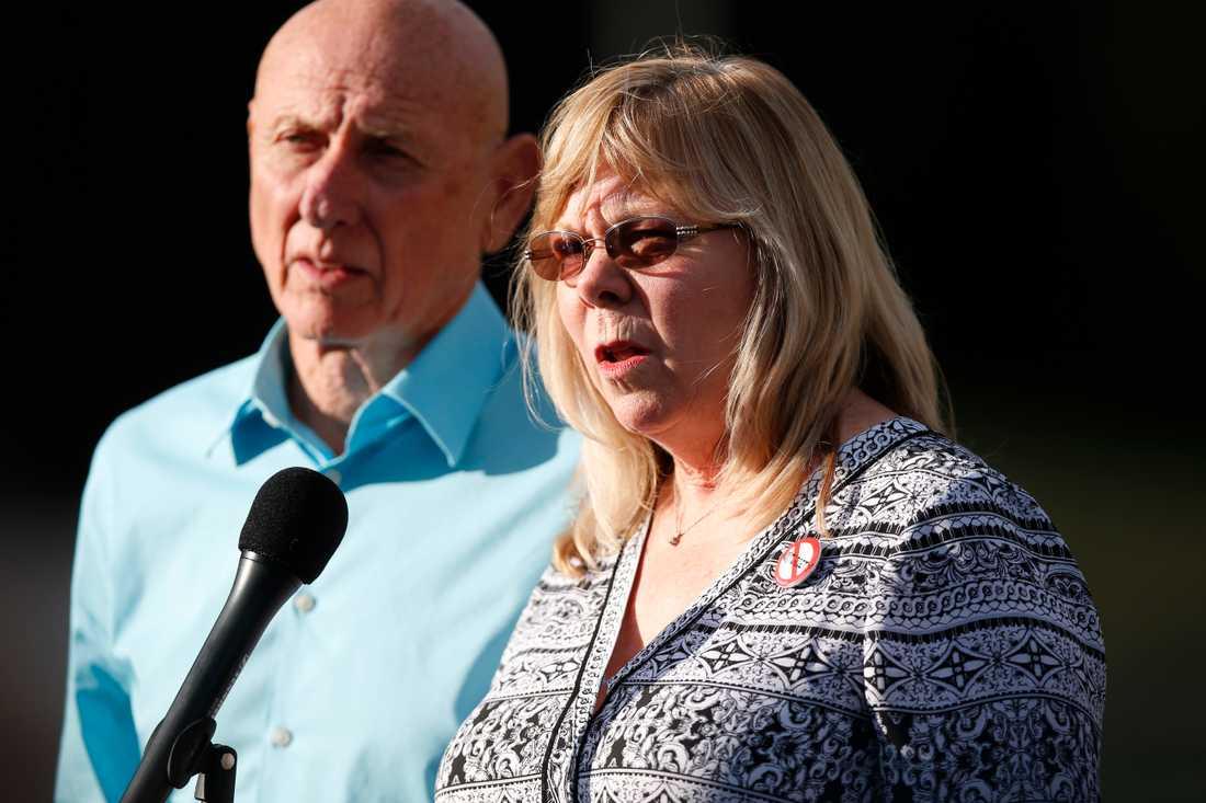 Sandy och Lonnie Phillips förlorade sin dotter Jessica i masskjutningen 2012.