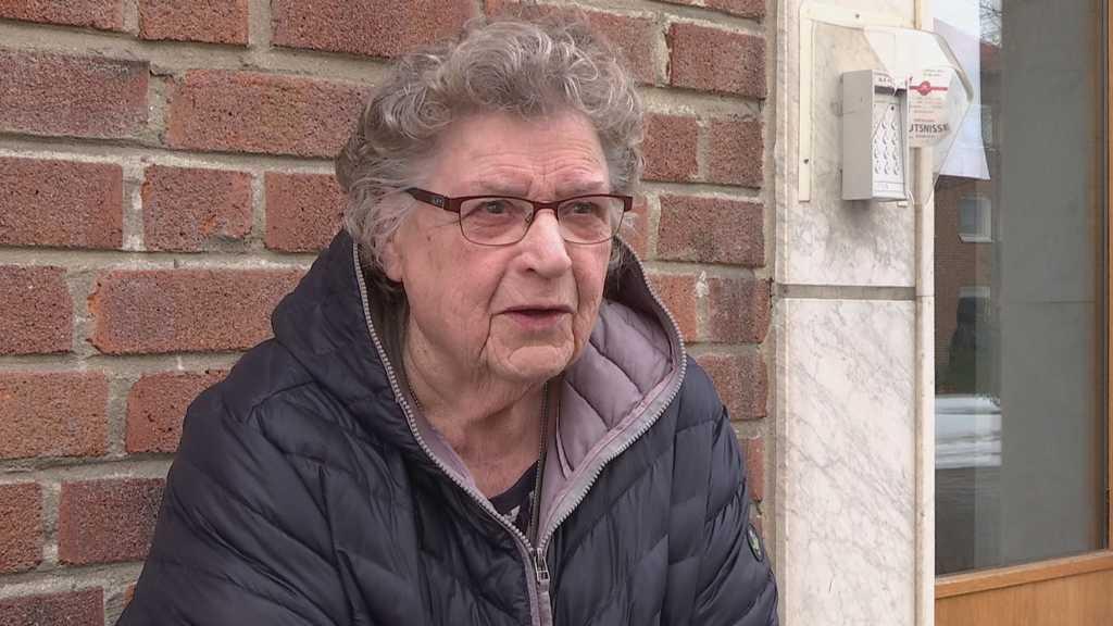 Kerstin, 92, har fått mängder med erbjudanden från folk som vill hjälpa till med att handla mat.