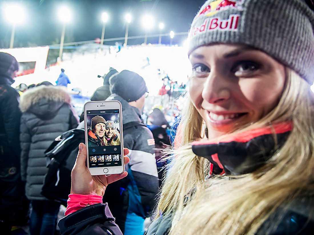 """Innan Vonn lägger upp bilden på Instagram ber hon Sportbladet om hjälp: """"Kan du kolla, har jag stavat hans namn rätt? Det är viktigt, jag vill inte skriva fel!""""."""