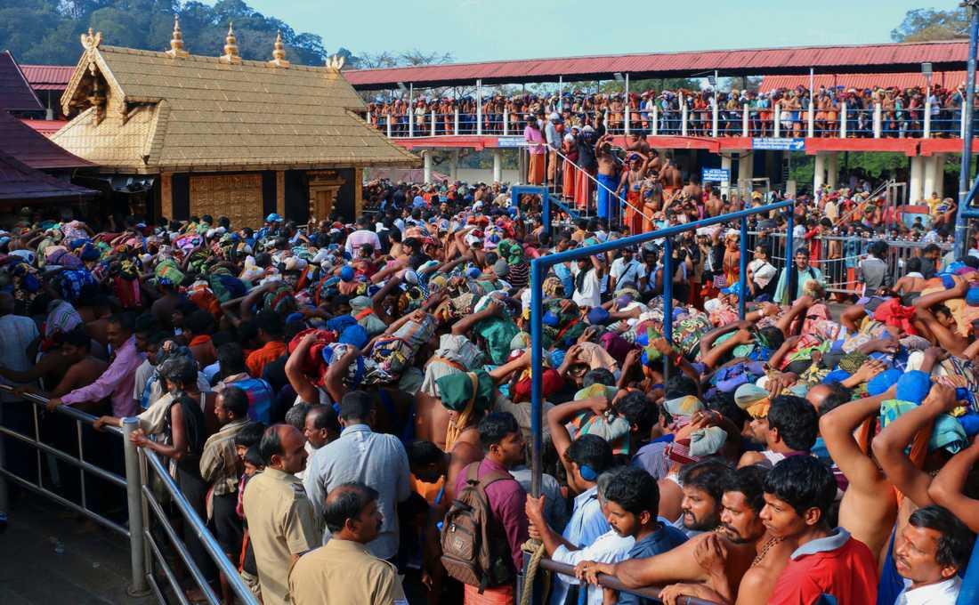 Hinduer köar för att besöka Sabarimalatemplet i samband med en pilgrimsvandring 2015. Arkivbild.