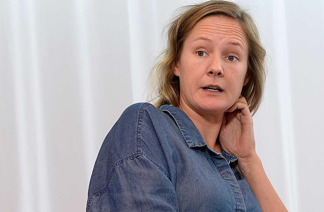 Lina Thomsgård har berättat hur SVT fick henne att välja mellan jobbet som programledare eller att vara föräldraledig.