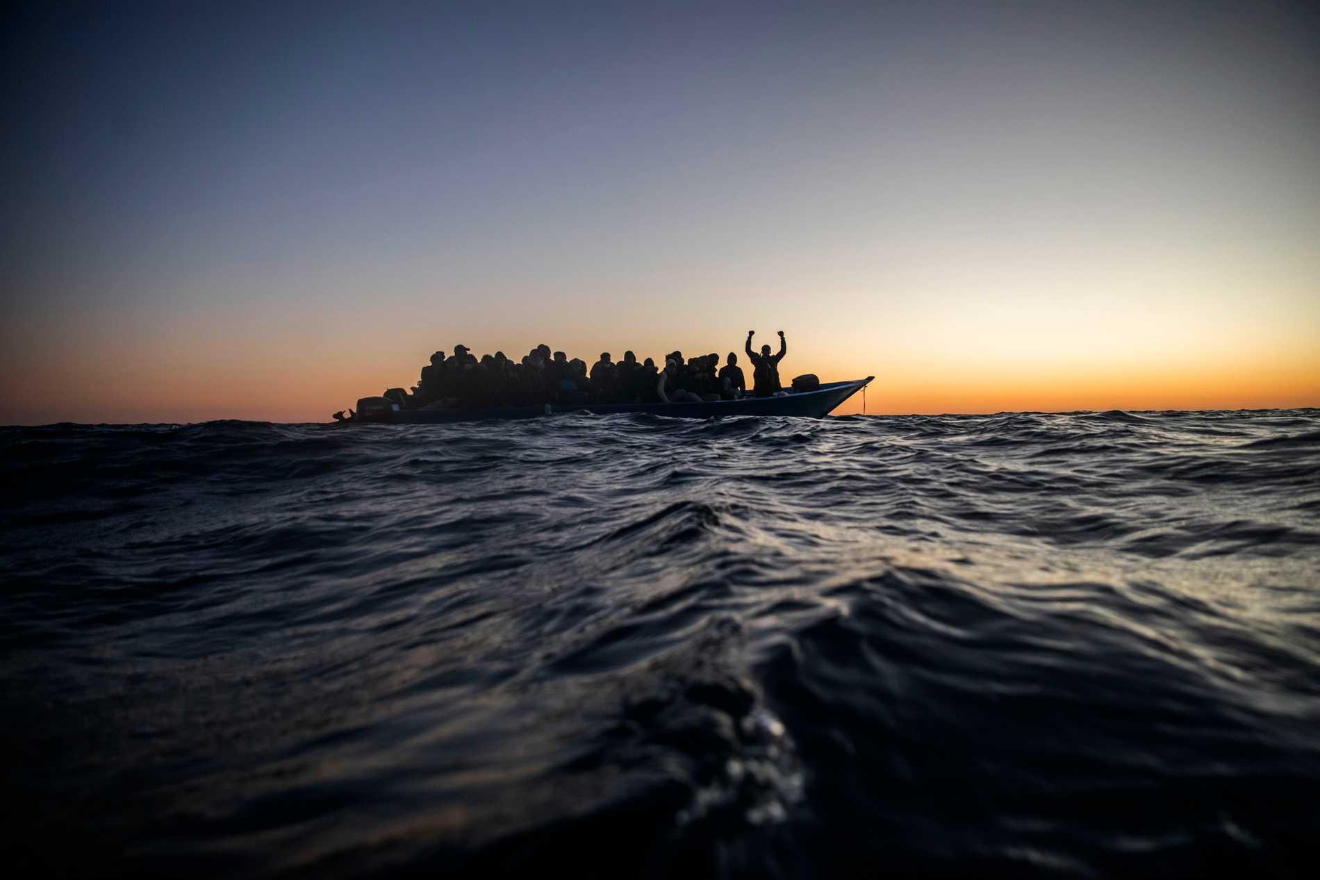 Tusentals människor försöker ta sig sjövägen från Afrika till Europa varje år. Många av dem dör. Bilden är från ett annat tillfälle.