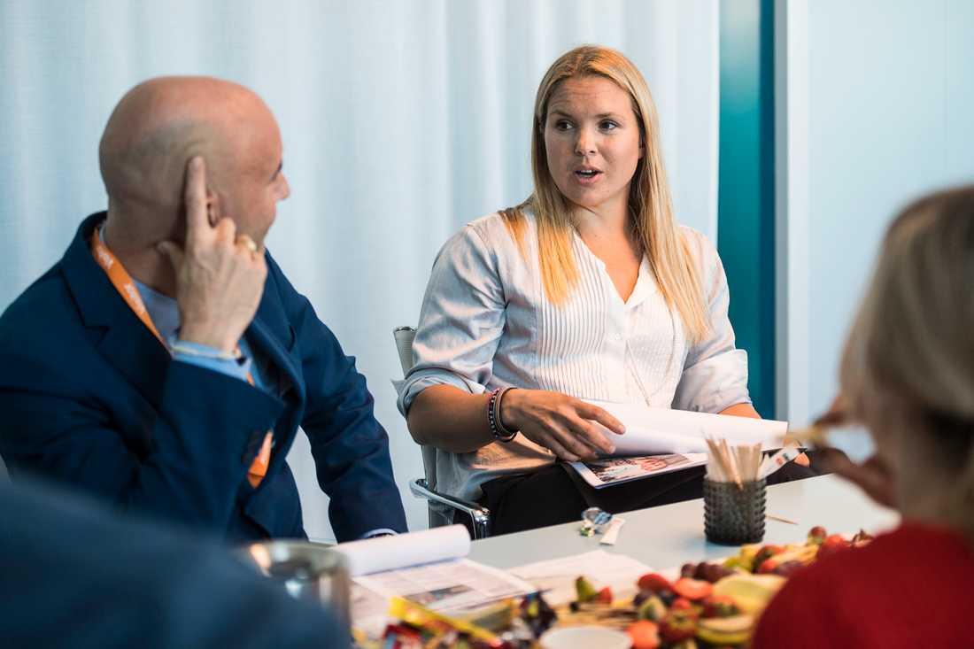 Andra jurymötet: Mark Levengood och Anja Pärson diskuterar.