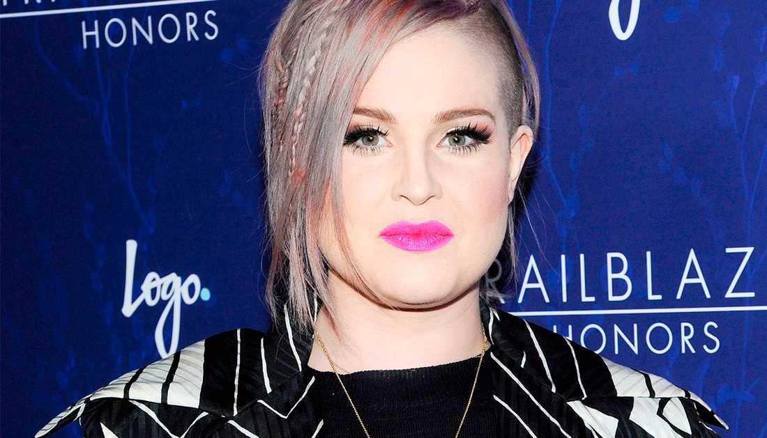 Kelly Osbourne kissade på sig på Starbucks i New York.
