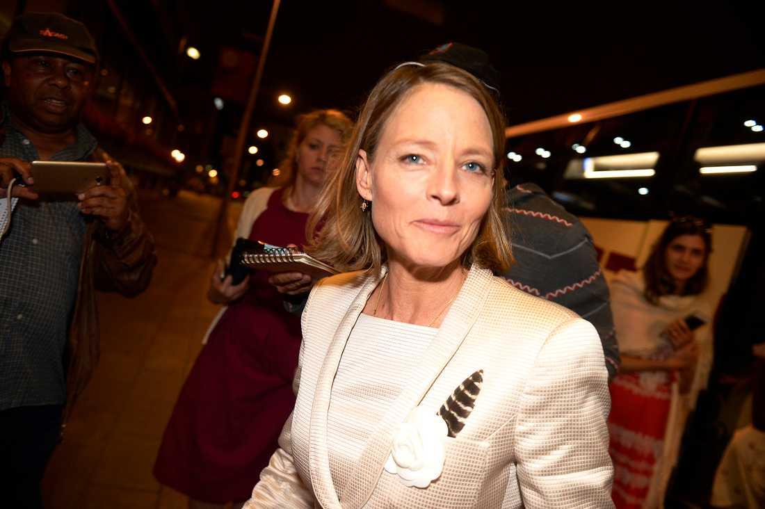 Strax efter klockan två natten till söndag kom Jodie Foster tillbaka till sitt hotell i Stockholm efter bröllopsfesten.