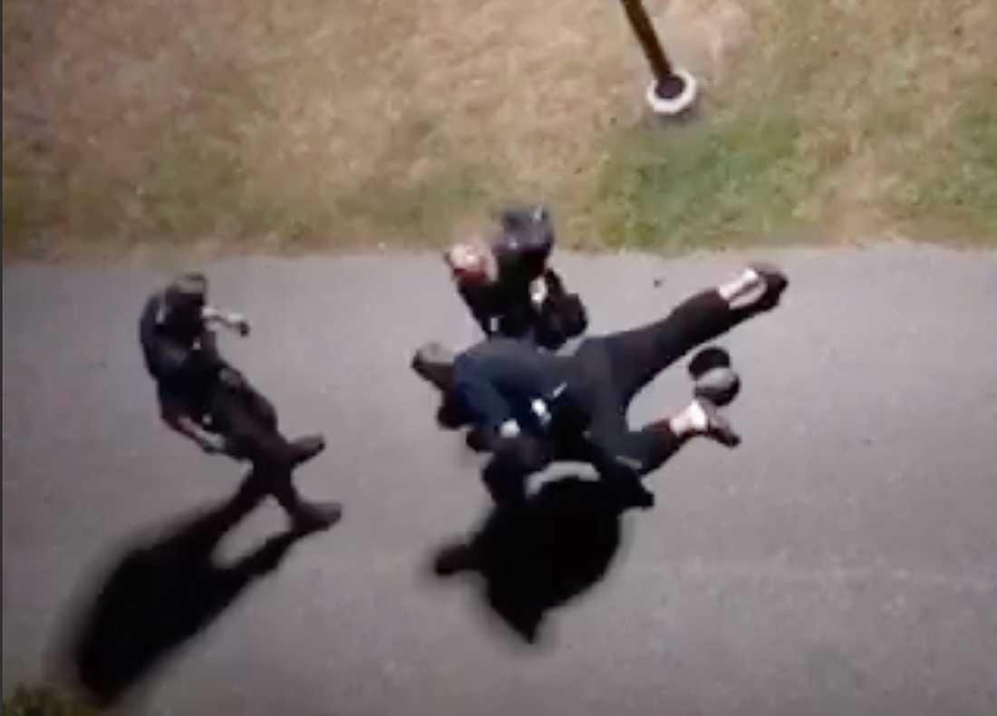 Bild från när den misstänkte gärningsmannen grips efter vansinnesdådet i Vaxholm.