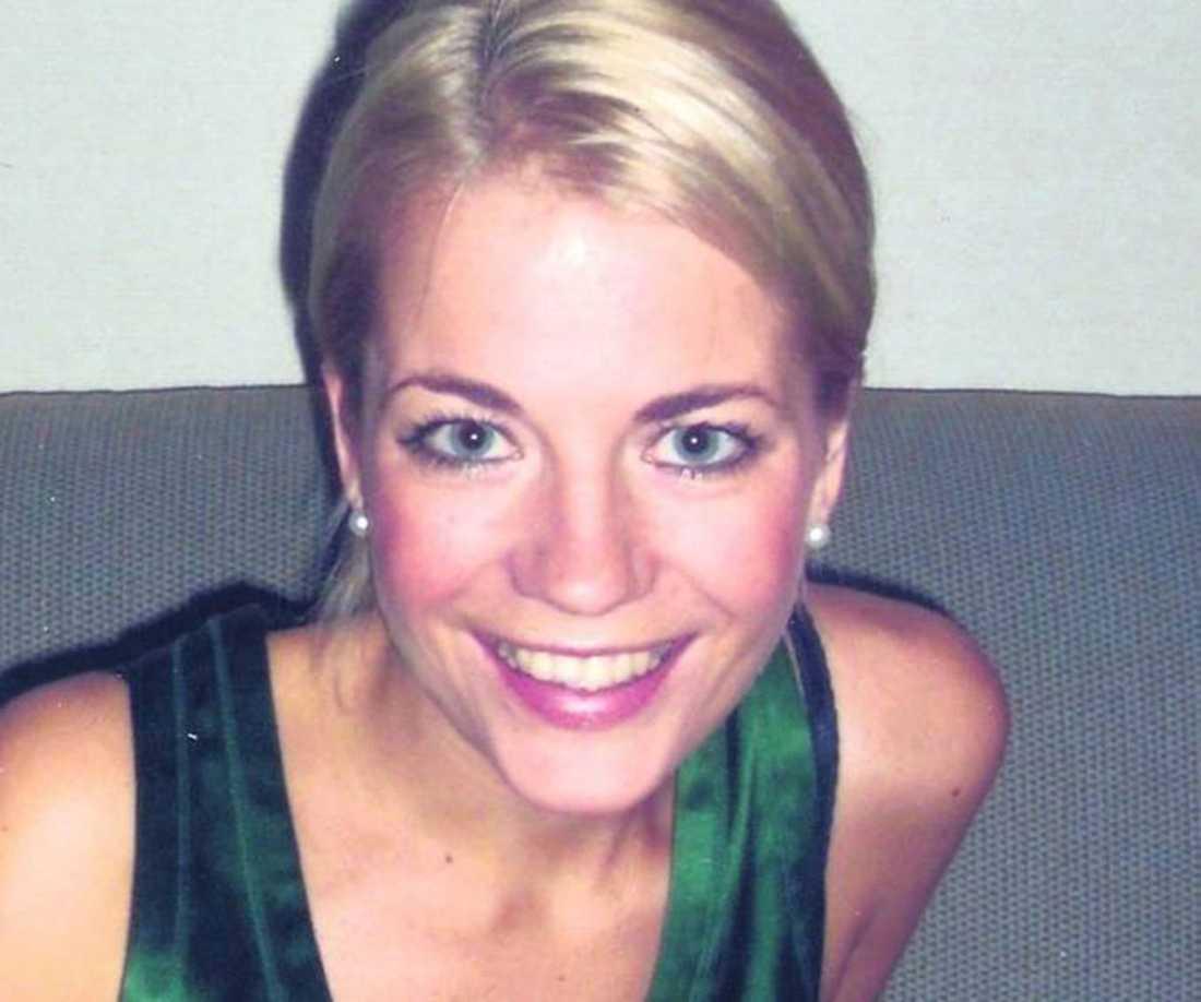 Christina Hedlund bestämde sig för att göra en bröstoperation i Polen inför sitt bröllop. Men operationen gick fel och hon blev svårt hjärnskadad.