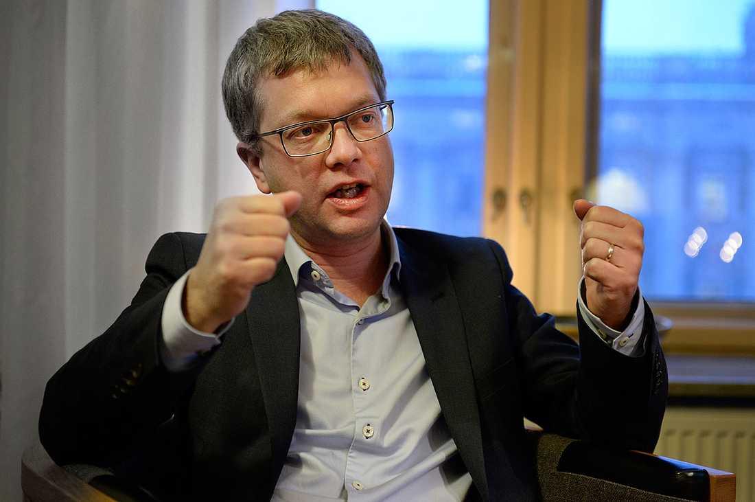 Moderaternas tidigare partisekretare Kent Persson börjar arbeta för pr-konsulterna Burson-Marsteller.