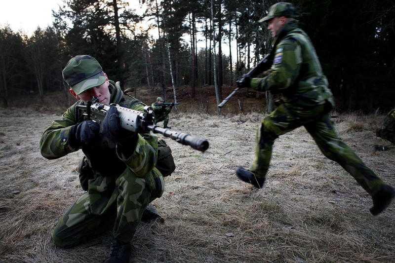 ÅT FEL HÅLL Sverige nobbar FN:s fredsinsatser till förmån för Natos USA-ledda styrkor, skriver Pierre Schori.