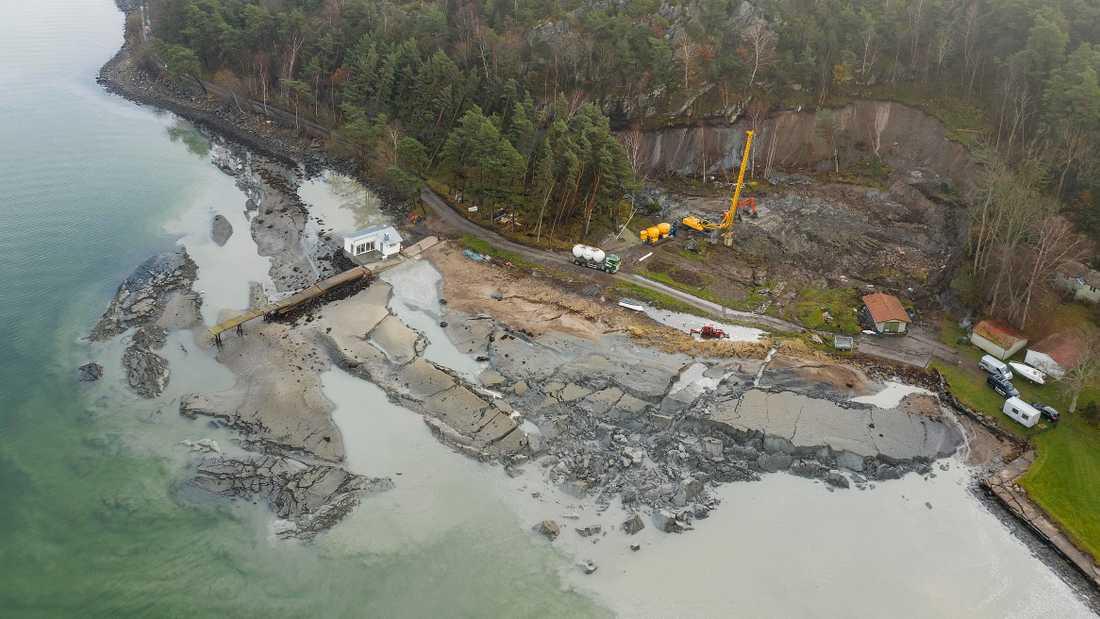 En 400 meter lång sluttning har rasat ned mot havet norr om Göteborg
