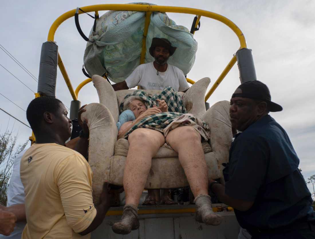 84-åriga Virginia Mosvold är en av många utsatta invånare som räddats från översvämmade hem på ön Grand Bahama efter Dorians framfart.