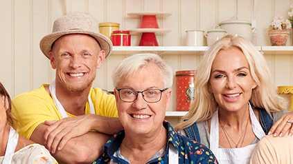 """Tobias Karlsson, Lars-Åke Wilhemsson och Tess Merkel i """"Hela kändis-Sverige bakar"""""""