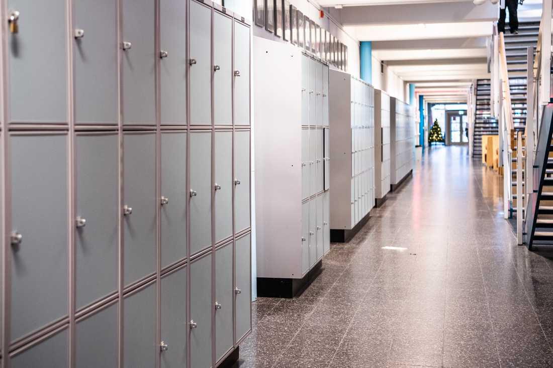 En pojke vid en gymnasieskola i Lerum är åtalad för misshandel. Arkivbild.