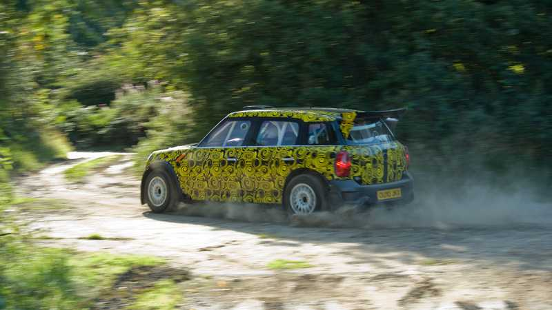 Mini testar sin nya rallybil i Portugal.