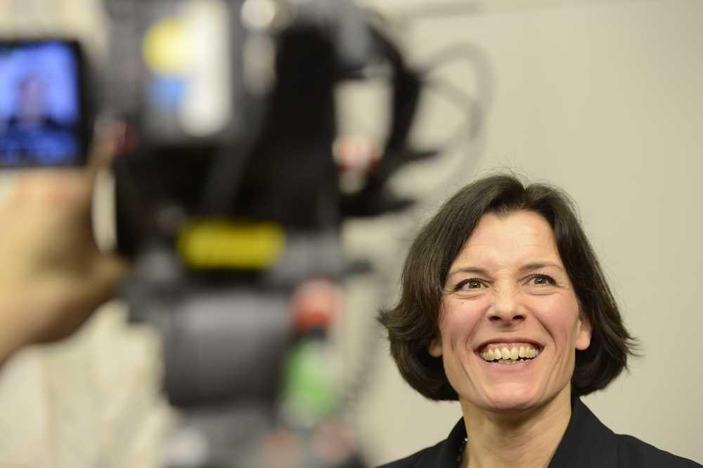 Här har vi vår nya försvarsminister, Karin Enström.