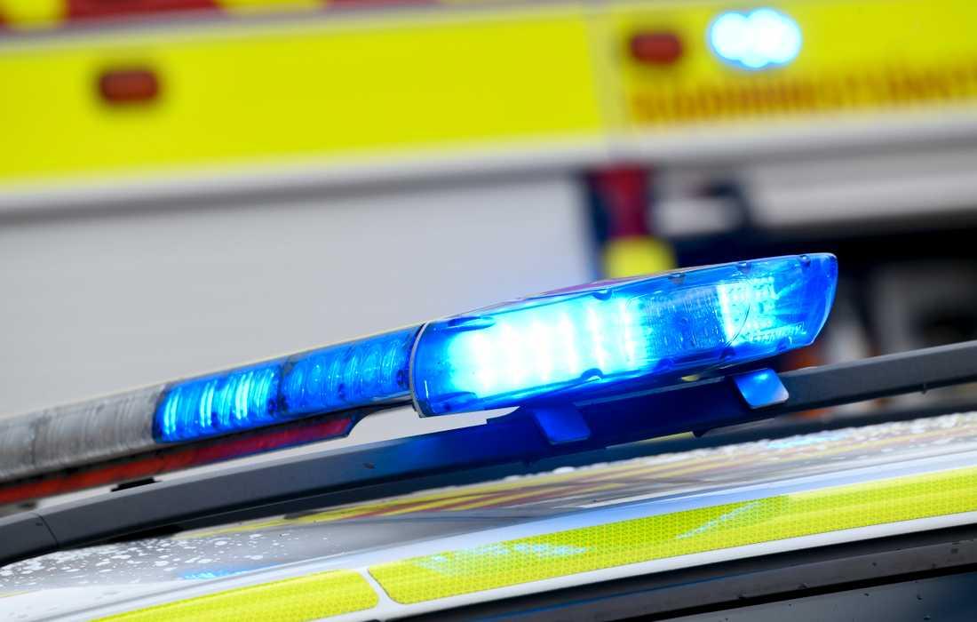Den skadade personen är förd till sjukhus med ambulans. Arkivbild.