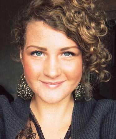 Julia Denifl Örtegren, 17, fick studerandestipendium på 5 000 kronor från Gålöstiftelsen.