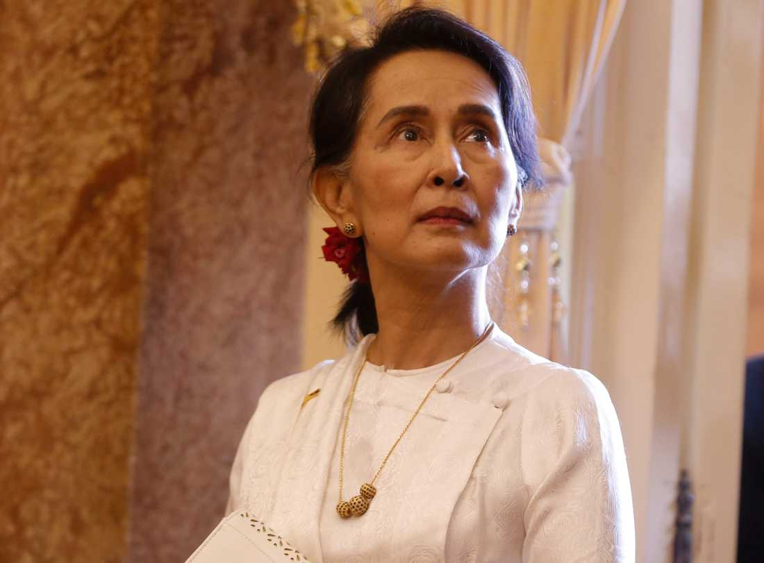 Myanmars ledare Aung San Suu Kyi fick fredspriset 1991. Nu, över 25 år senare, ifrågasätts hennes utnämning när hon anklagas för att inte stoppa militärens misstänkta folkmord på Myanmars muslimska minoritet.