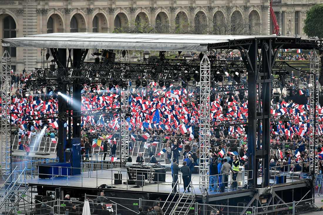 Scenen där Macron håller sitt segertal.