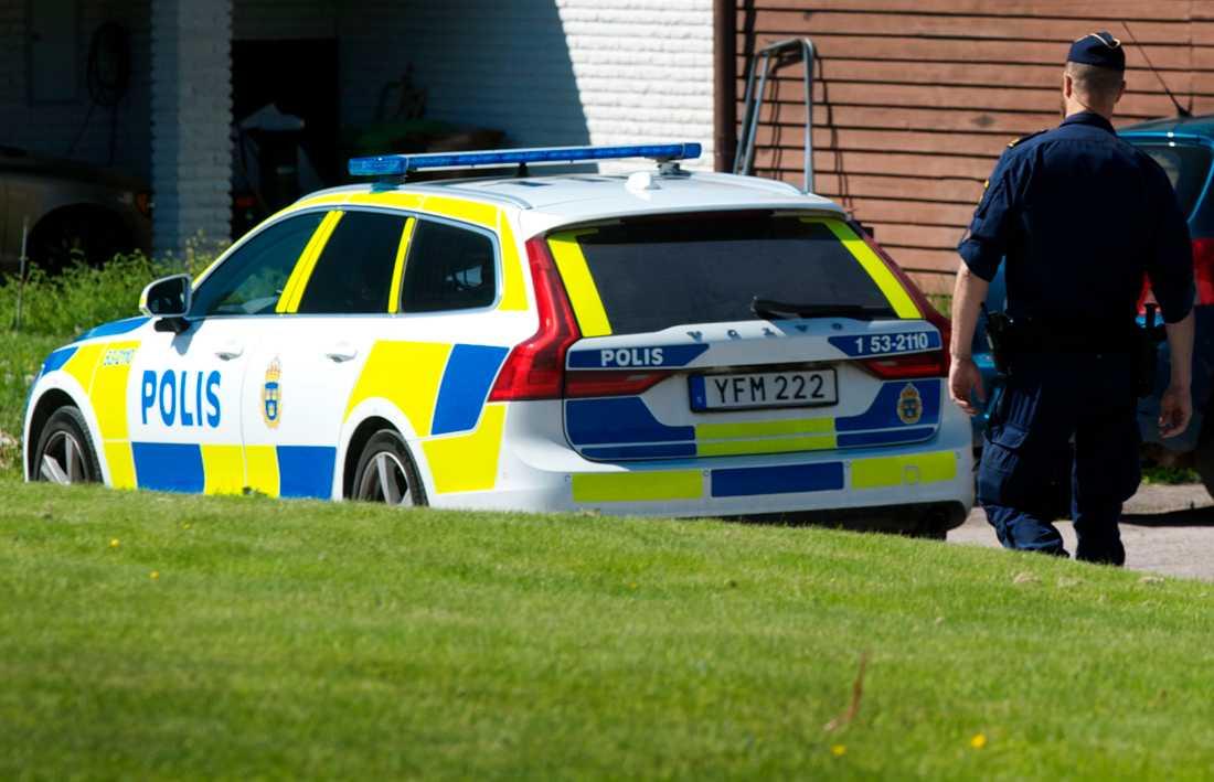 En kvinna i 70-årsåldern har hittats död i en villa i Tibro.
