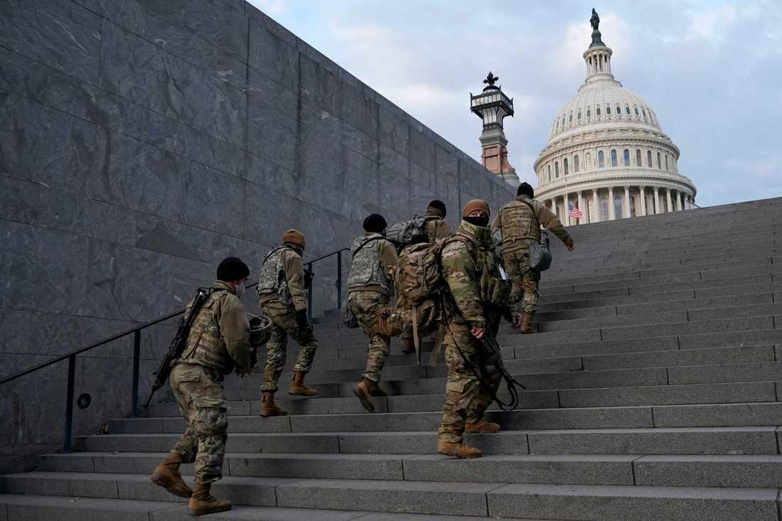 Soldater vid den amerikanska kongressbyggnaden i Washington DC.