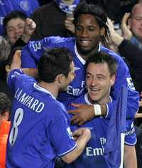 Triss i Chelsea Lampard, Drogba och Terry pekas alla ut som spelare i pokerpartiet med höga insatser som slutade med ett sönderslaget hotellrum.