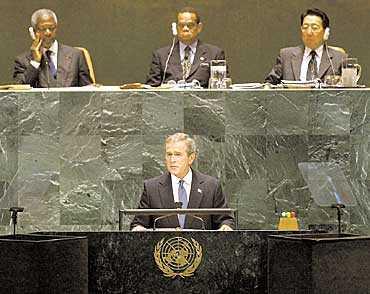 VÄDJADE OM HJÄLP I tisdags vädjade George W Bush till FN om hjälp. Men det är bara USA:s fortsatta ovilja att fullt ut samarbeta med världsorganisationen som står i vägen. Foto: AP