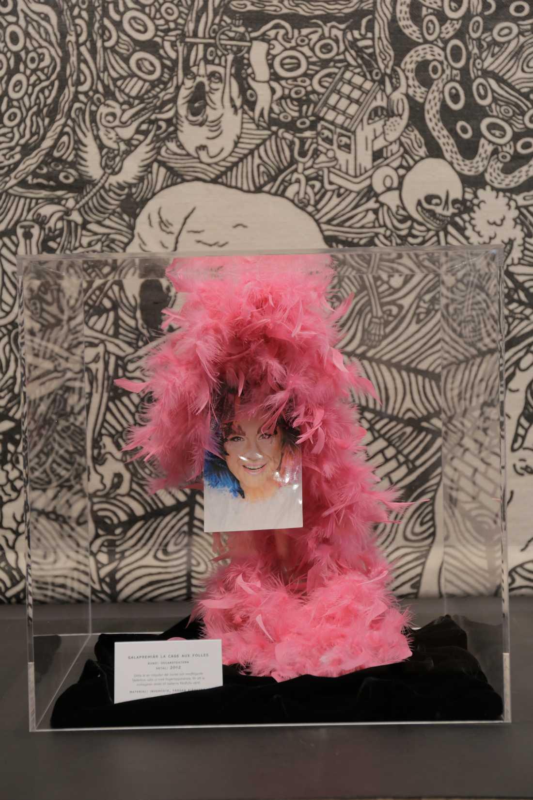 Fjäderboa för premiären av La cage aux folles vid Oscarsteatern 2012